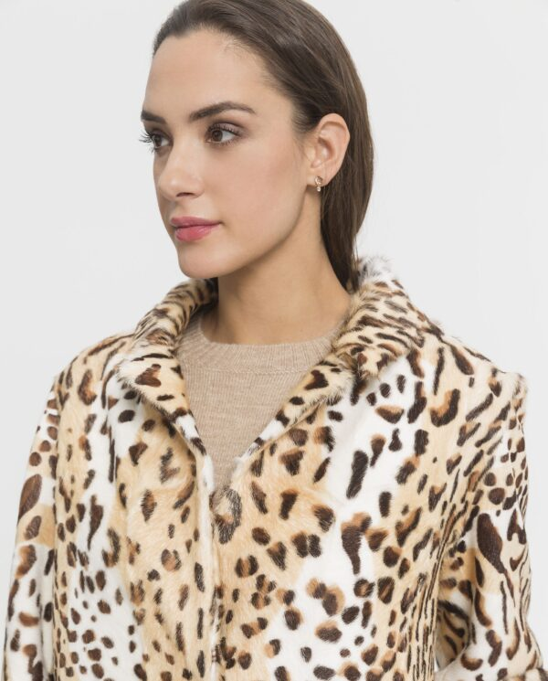Abrigo de piel kid reversible con estampado de leopardo e interior con punto para mujer marca De la Roca