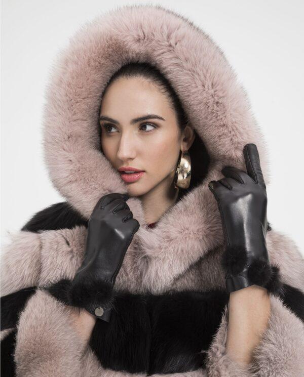 Chaqueta de zorro blue con capucha en bicolor rosa y negro con interior de capucha de visón marca De la Roca