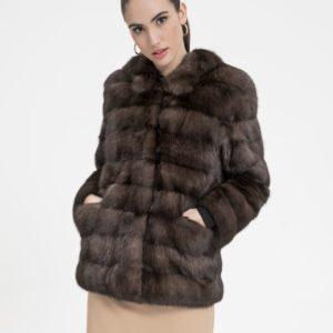 Chaqueta de mujer De la Roca de martas rusas en color natural con capucha