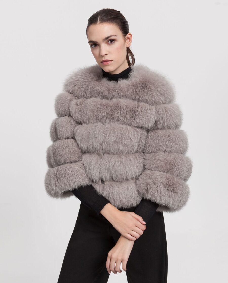 Chaqueta de zorro gris para mujer con lomos horizontales marca Marcelo Rinaldi