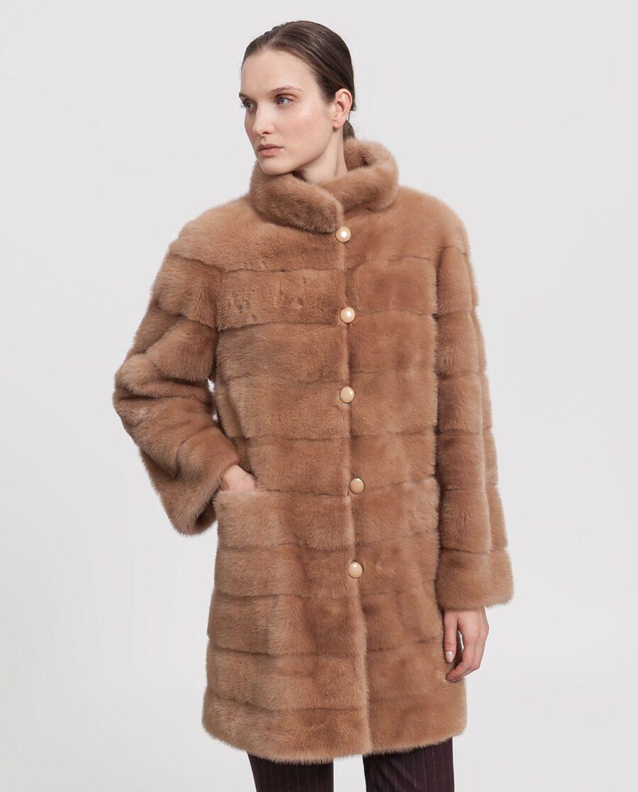 Abrigo de visón Saga Furs color camel para mujer marca Saint Germain