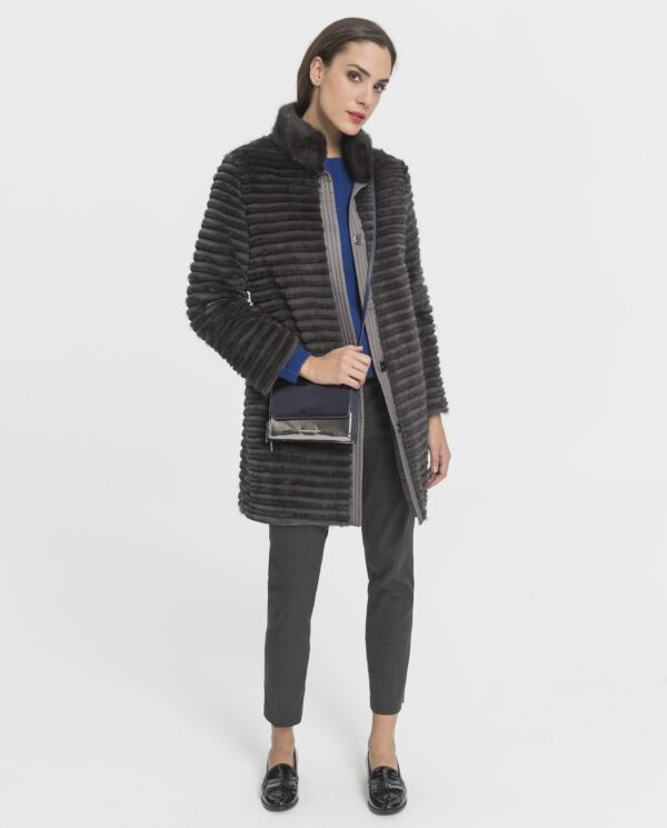 Abrigo gabardina de visón reversible de color gris marca Swarz