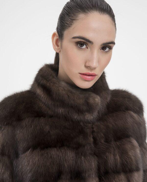Chaqueta de mujer De la Roca de martas rusas en color natural con lomos horizontales