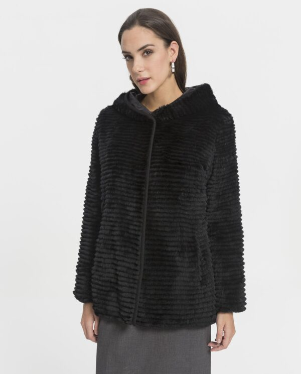 Abrigo de rex negro reversible y con capucha con punto de lana por dentro marca Swarz