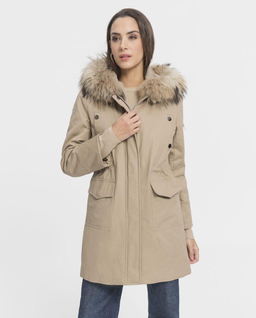Parka de mujer color beige con capucha de zorro