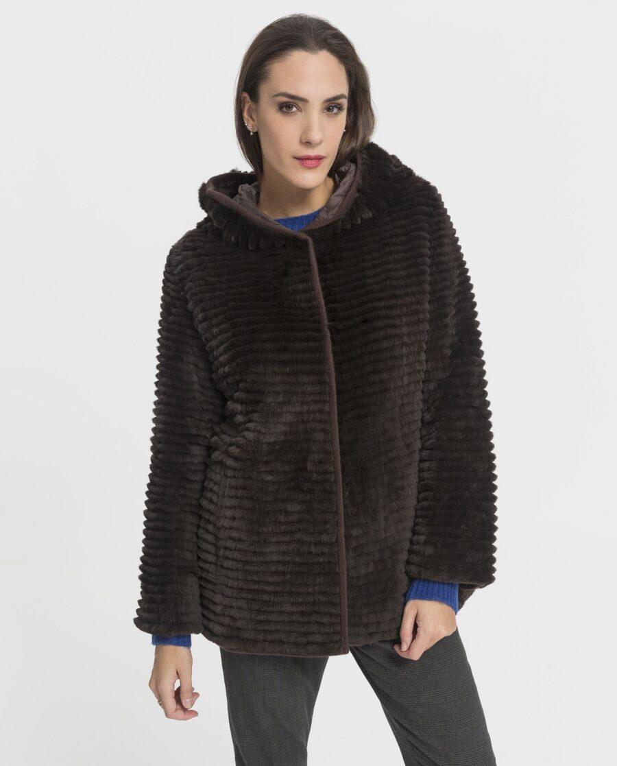 Abrigo de rex marrón reversible con punto de lana y con capucha para mujer marca Swarz