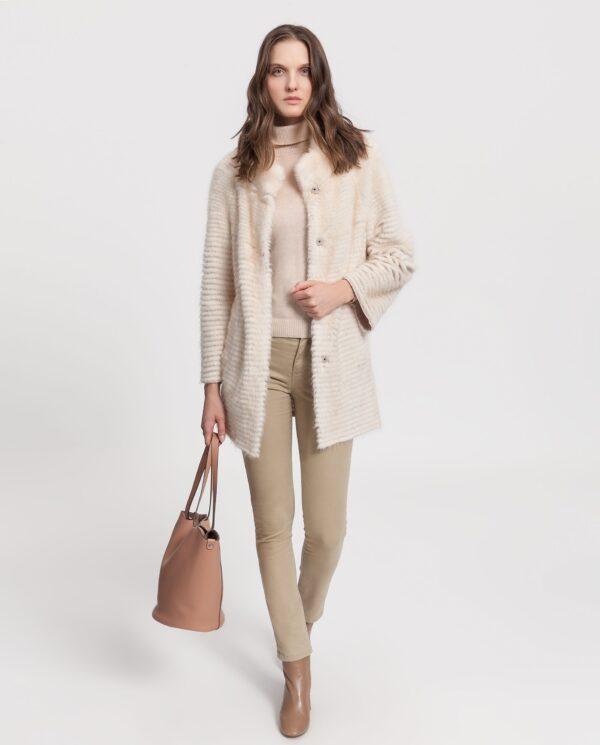 Abrigo de visón reversible con un diseño tireado, color palomino con interior de lana marca Saint Germain