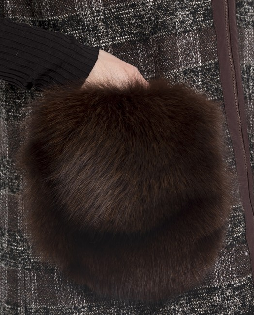 chaleco de textil con zorro marrón