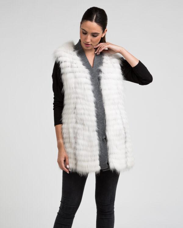Chaleco de pelo de zorro en color blanco shadow natural trabajado en horizontal con ribete y forro en color gris marca De la Roca