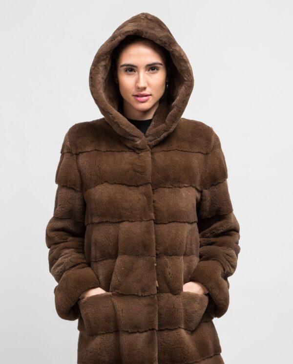 Abrigo largo de pelo de visón despinzado marrón claro para mujer marca De la Roca capucha puesta