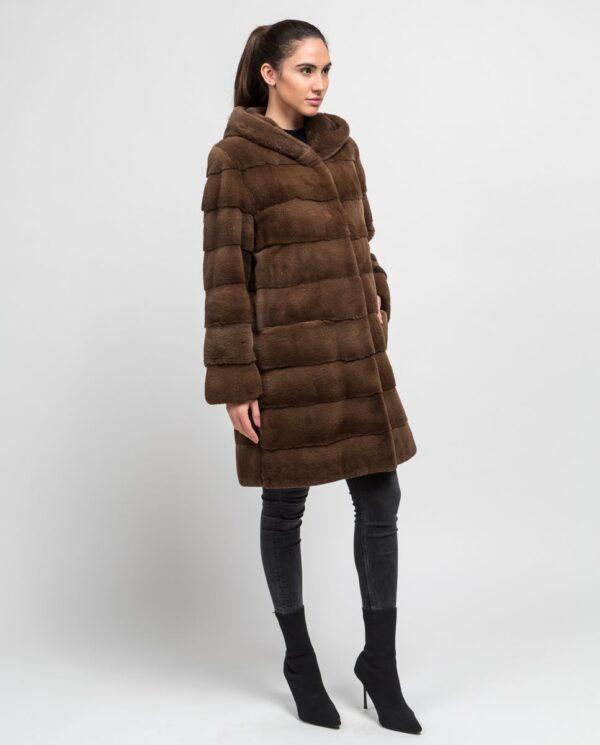 Abrigo largo de pelo de visón despinzado marrón claro para mujer marca De la Roca cuerpo entero