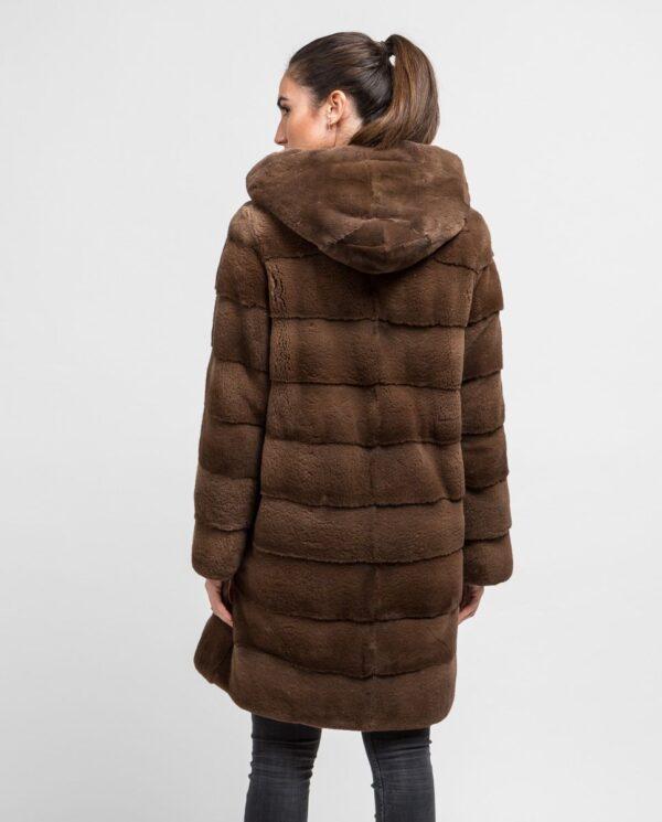 Abrigo largo de pelo de visón despinzado marrón claro para mujer marca De la Roca espalda