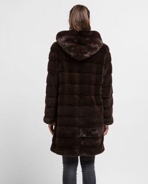 Abrigo largo de pelo de visón despinzado marrón con capucha para mujer marca De la Roca espalda