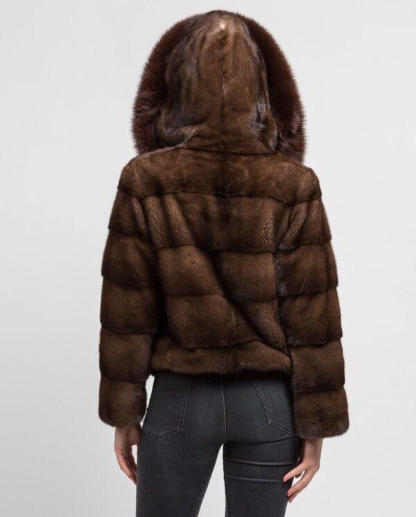 Chaqueta corta marrón de pelo de visón con capucha para mujer marca De la Roca capucha de zorro ribeteada