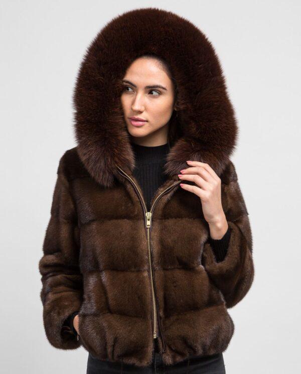 Chaqueta corta marrón de pelo de visón con capucha para mujer marca De la Roca capucha ribeteada de zorro marrón