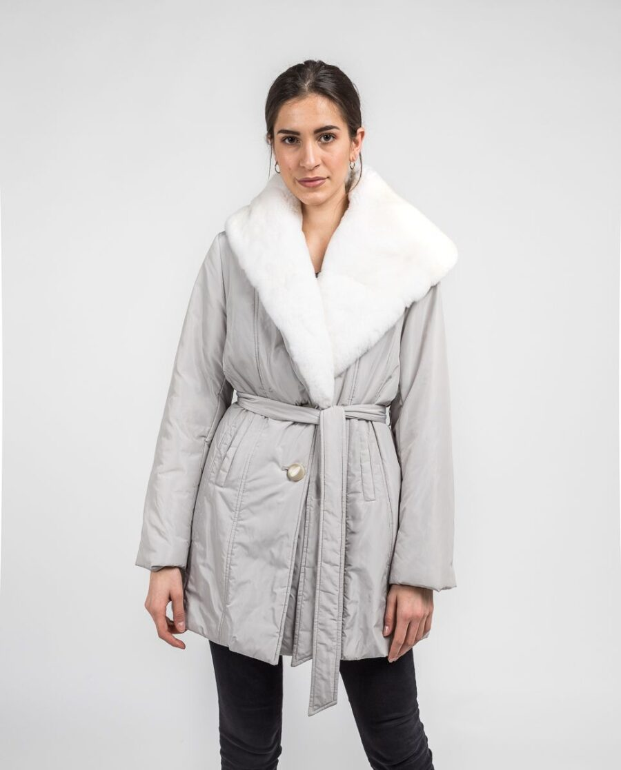 Abrigo blanco de pelo de rex rasado con gabardina marca De la Roca
