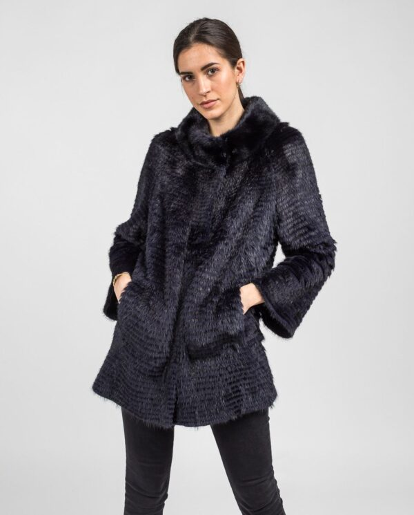 Abrigo de pelo de visón en color azul oscuro reversible con punto y trabajado con estilo linner marca Swarz corto