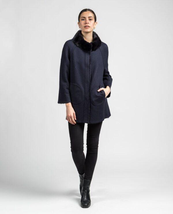 Abrigo de pelo de visón en color azul oscuro reversible con punto y trabajado con estilo linner marca Swarz reversible punto