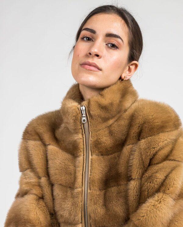 Abrigo marrón de pelo de visón con cremallera para mujer marca Saint Germain detalle cuello
