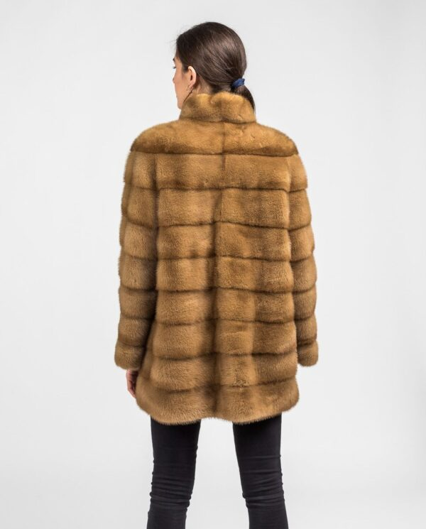 Abrigo marrón de pelo de visón con cremallera para mujer marca Saint Germain espalda