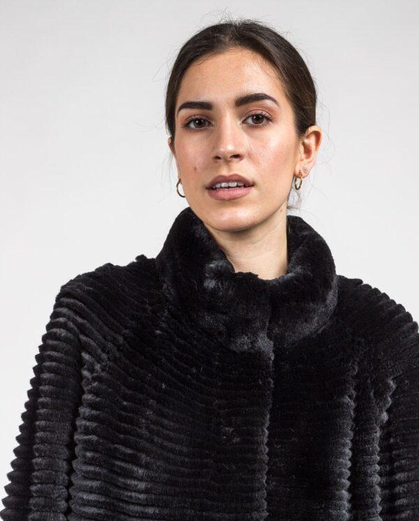 Abrigo negro de pelo rex rasado; reversible con punto para mujer marca Swarz